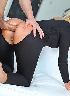 Девушки с аппетитными попами безумно любят анальный секс - фото #8