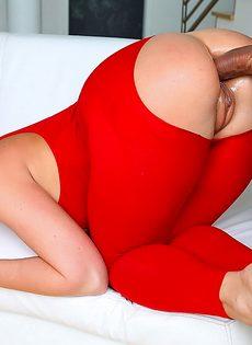 Девушки с аппетитными попами безумно любят анальный секс - фото #10