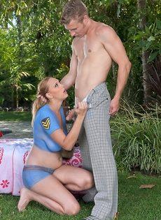 Чертовка зажимает член соседского парня большими упругими дойками - фото #3
