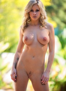 Секси бейби Джессика Роудс снимает шорты и бюстгальтер из спандекса - фото #15