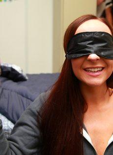 Секс-игры в слепую с парнями из колледжа - фото #1