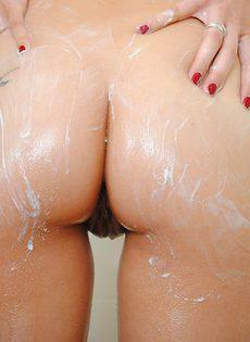 Красавица Тиффани Томсон голая в ванной комнате - фото #7