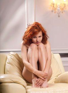 Обнаженная рыжая девушка - молода и красива - фото #11