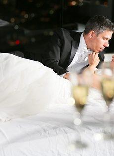 Новобрачные занялись сексом, не дождавшись брачной ночи - фото #5