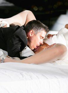 Новобрачные занялись сексом, не дождавшись брачной ночи - фото #9