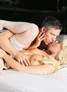 Новобрачные занялись сексом, не дождавшись брачной ночи - фото #10