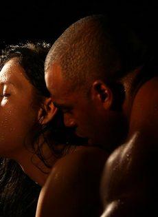 Красивое вагинальное совокупление влюбленных после орального секса - фото #16