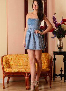 Красивая фото сессия молоденькой девки для мужского журнала - фото #2