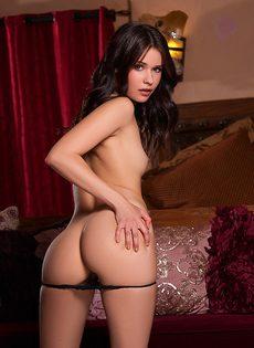 Красивая девушка модельной внешности обнажила сексуальное тело - фото #6