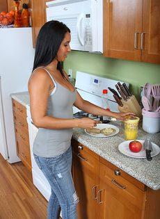 Эротика на кухне - фото #1