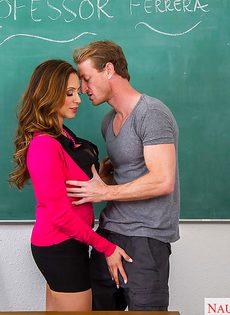 Горячий оральный секс грудастой преподавательницы и заочника - фото #2