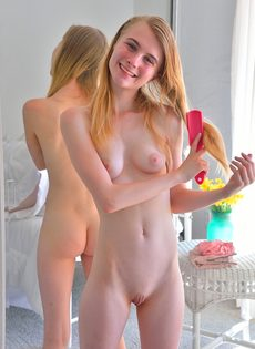Медленно засовывает секс игрушку в разгоряченную вагину - фото #3