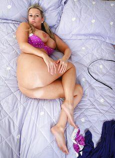 Шикарная блондинка Джессика с большими сиськами и горячими дырочками - фото #6