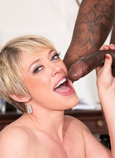 Сексуальные развлечения зрелой потаскухи и мускулистого негра - фото #11