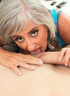 Откровенная старушка наслаждается большим членом бритоголового чувака - фото #6
