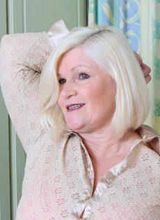 Худощавому чуваку хочется удовлетворить толстую старую блондинку - фото #2