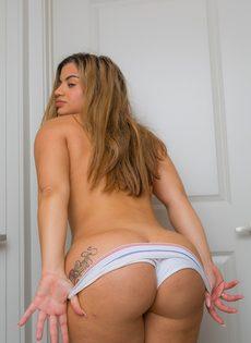 Соло сногсшибательной латиноамериканской сучки с аппетитными формами - фото #13