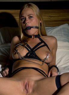 Легкий БДСМ с изумительной девушкой с красивой грудью - фото #11