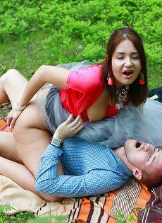 Паренек угостил спермой любимую девушку после полового акта - фото #9