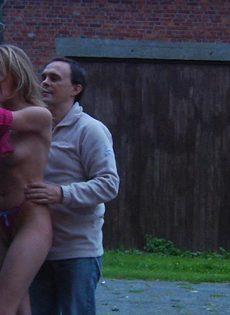 Мужчина устраивает БДСМ для худенькой молодой девицы - фото #4