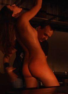 Мужчина устраивает БДСМ для худенькой молодой девицы - фото #12