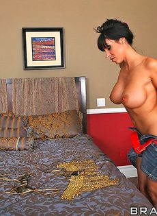 Горячий и страстный секс Джонни Синса и зрелой брюнетки - фото #12