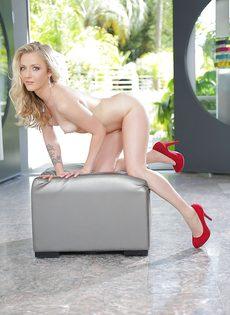 Стройная блондинка с маленькой грудью Karla Kush - фото #14