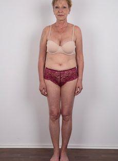 Обвисшая грудь и дряблая пизда старой развратной бабы - фото #4