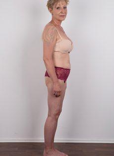 Обвисшая грудь и дряблая пизда старой развратной бабы - фото #5
