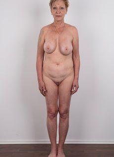 Обвисшая грудь и дряблая пизда старой развратной бабы - фото #13