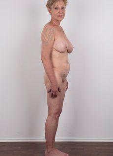 Обвисшая грудь и дряблая пизда старой развратной бабы - фото #14