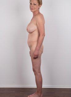 Обвисшая грудь и дряблая пизда старой развратной бабы - фото #15