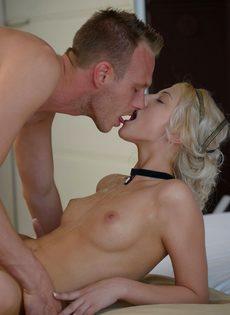 Блондинка сделала минет и впустила пенис во влажное влагалище - фото #16