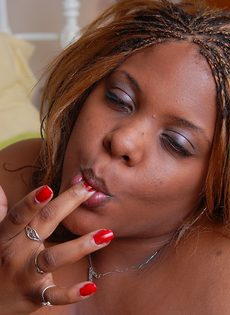 Мужчина с трудом трахает жирную темнокожую женщину - фото #16