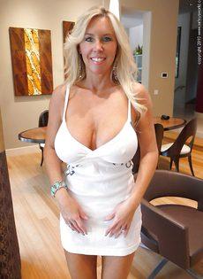 Домашние фотографии белокурой женщины с огромными сиськами - фото #4