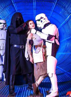 Звездные войны: Stella Cox получает большой член в задний проход - фото #3