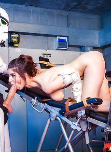 Звездные войны: Stella Cox получает большой член в задний проход - фото #6