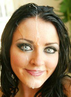 Парень залил спермой довольное лицо брюнетки Sophie Dee - фото #16