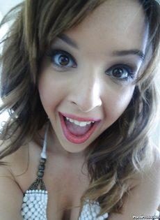 Домашняя откровенная фото сессия девушки с красивыми глазками - фото #2