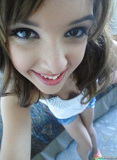 Домашняя откровенная фото сессия девушки с красивыми глазками - фото #3