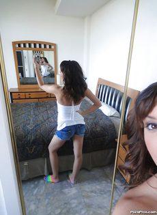 Домашняя откровенная фото сессия девушки с красивыми глазками - фото #4