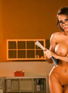 Сногсшибательная преподавательница в шикарном нижнем белье - фото #14