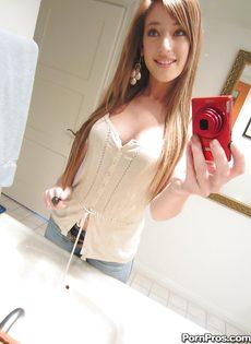 Любительские фотографии молоденькой худенькой красавицы - фото #1