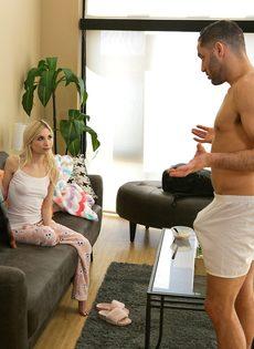 Худая блондинка соснула член и занялась классическим сексом - фото #5