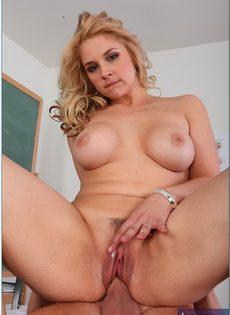 Горячий секс преподавательницы Sarah Vandella и молодого студента - фото #13