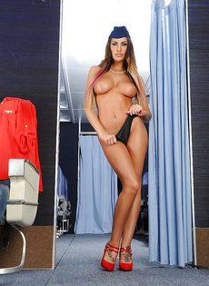 Сексапильная стюардесса с упругими сиськами мастурбирует письку - фото #11