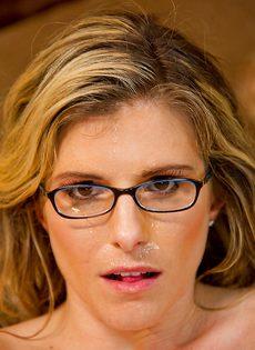 Парень насадил на пенис раскрепощенную мамочку в очках - фото #16