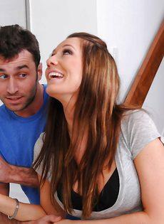 Влюбленные ласкаются в позе 69 перед вагинальным совокуплением - фото #6