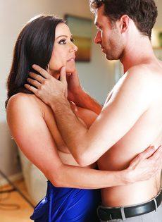 Бабенка Kendra Lust развлекается с темпераментным любовником - фото #14