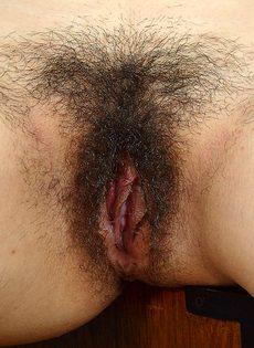 Волосатая вагинальная дырка азиатской девахи крупным планом - фото #12